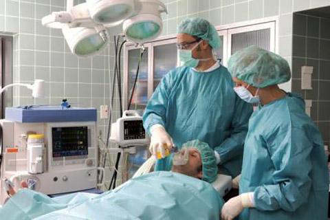 Operationsraum für Vollnarkose-Behandlung