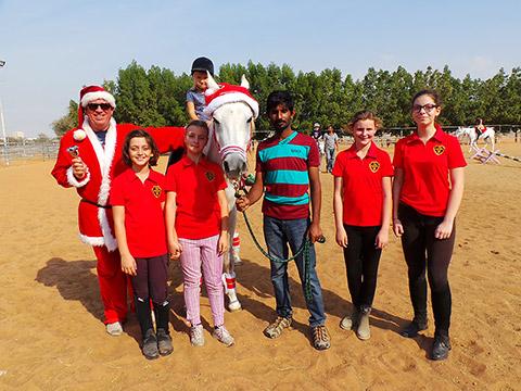 Santa Claus mit Weihnachtspferd