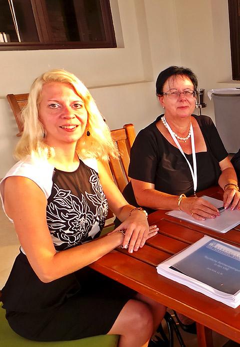 Jana Krok und Ursula Rimmele-Konzelmann im Gespräch
