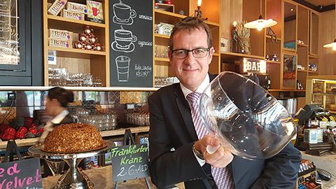 Stephen Meredith mit Frankfurter Kranz
