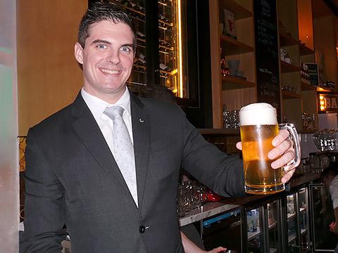Das erste Bier von Pierre