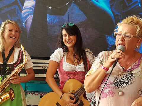 Auftritt mit Sonja Simova