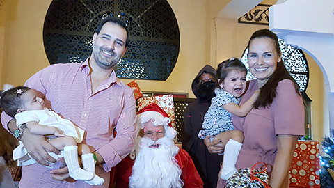 Myriam mit Mann und Töchtern