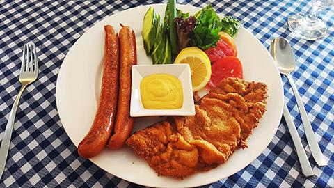 Schnitzel-Würstel-Teller