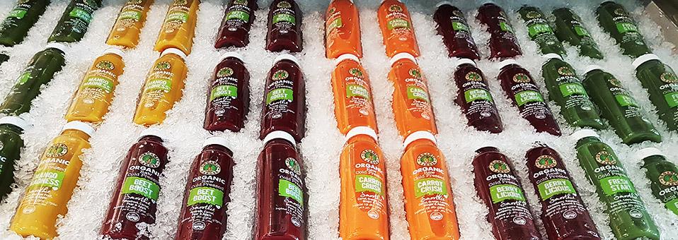 Rohe und kalt gepresste Obst- und Gemüsesäfte