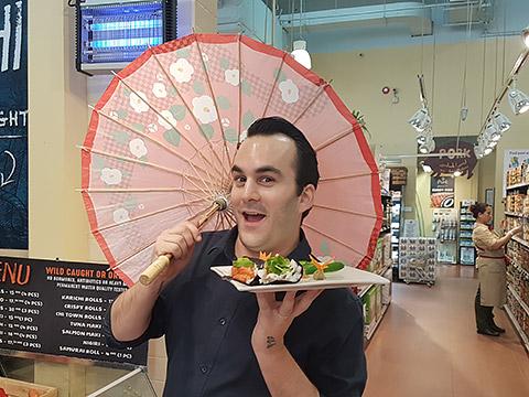 Café-Manager Max mit Sushis