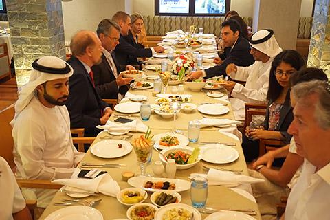 Lange Iftar-Tafel