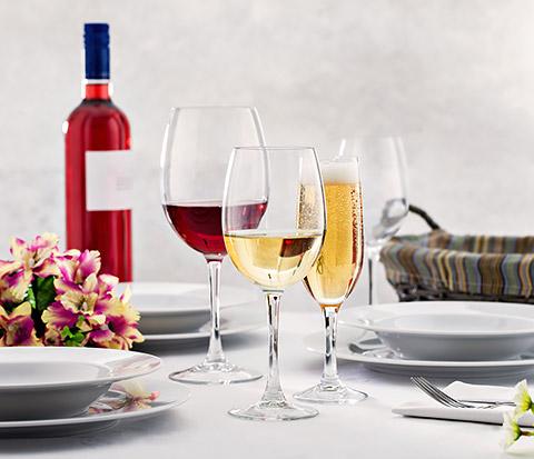 Glaswaren und Geschirr