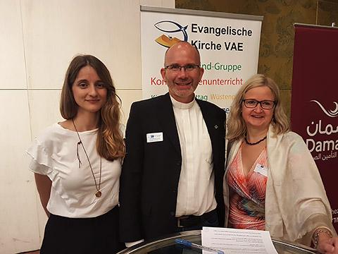 Pfarrer Moritz mit Damen