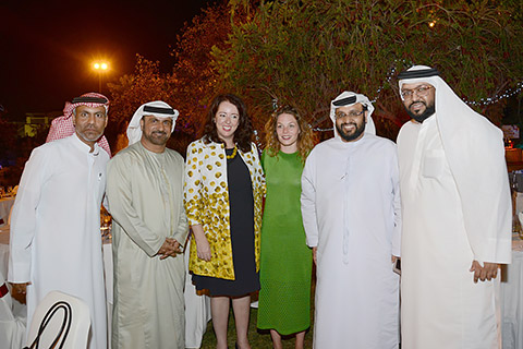 Lokale Gäste mit Schweizer Botschafterin