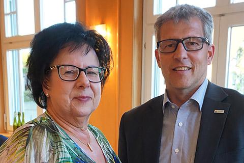 Ursula Rimmele-Konzelmann mit Bürgermeister Scherer