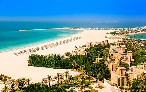 Das Hilton Al Hamra Beach von oben