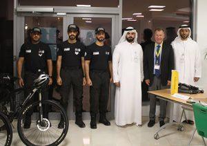 Dubai Police mit Schulleiter Helmut Jolk