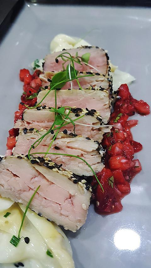 Tuna mit Vanille-Spargel-Ragout