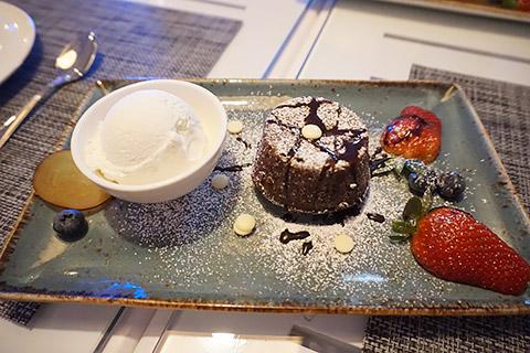 Chocolate Molten Cake mit Eis