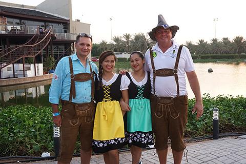 Klaus und Simon mit Ehefrauen
