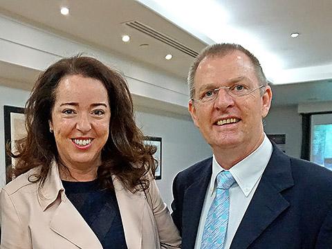 Botschafterin Maya Tissafi mit Kurt Blum