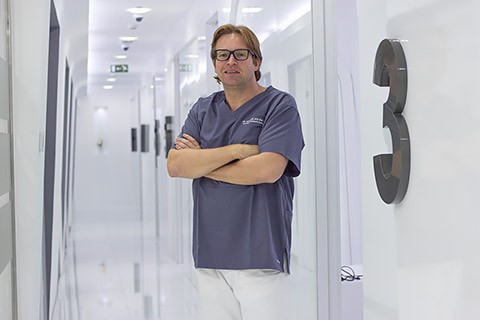 Dr. Max Riewer