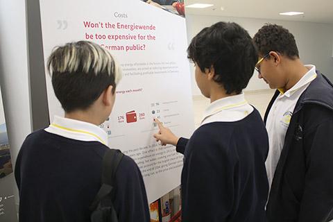 Schüler informieren sich