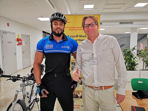 Dr. Max Riewer mit Fahradpolizei