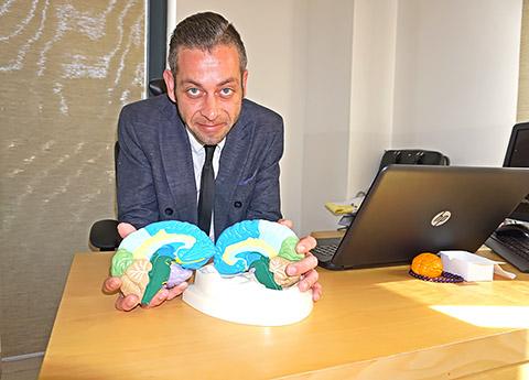 Dr. Fabian mit Gehirn
