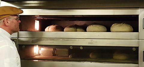 Brote beim Backen