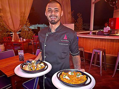 Chef Kareem mit Paella