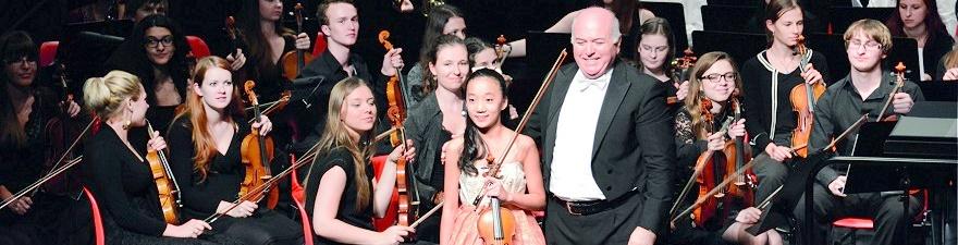 Elli Choi mit dem Emirates Youth Symphony Orchestra