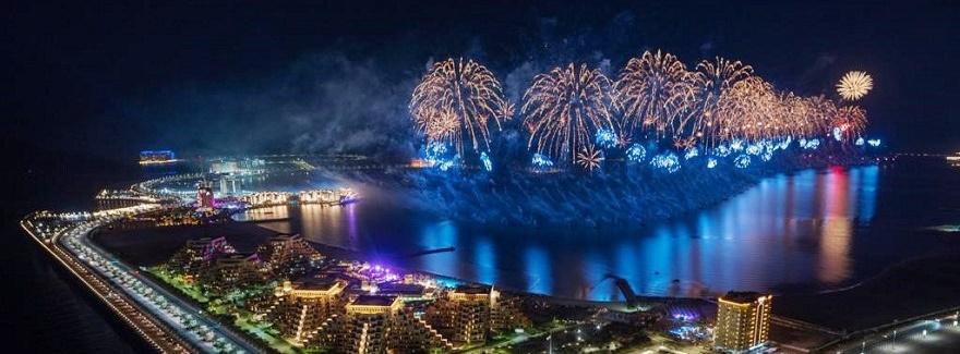 Hoffnung und Zuversicht beim Feuerwerk in Ras Al Khaimah